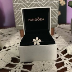 Pandora Darling Daisy Ring